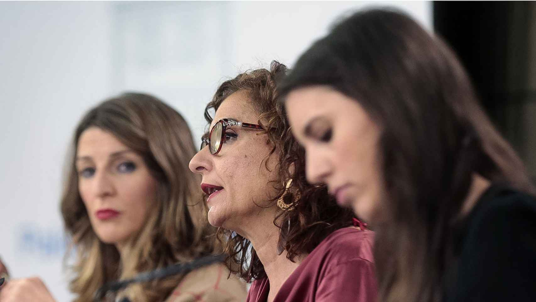 Las ministras María Jesús Montero, Yolanda Díaz e Irene Montero en la rueda de prensa del Consejo de Ministros.