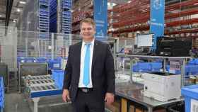 Ivo Siebers, vicepresidente de logística global de Thyssenkrupp, en su nuevo almacén de Madrid.