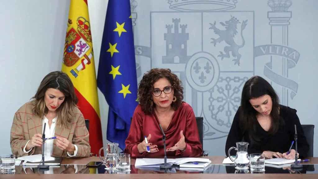 Yolanda Díaz (Trabajo); María Jesús Montero (Hacienda) e Irene Montero (Igualdad).