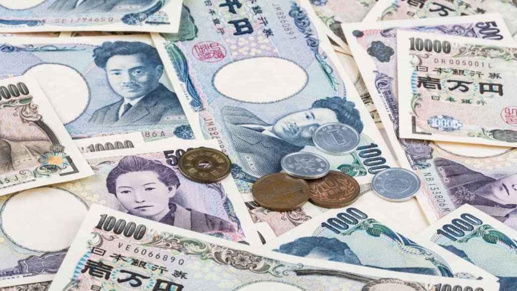 Monedas y billetes de curso legal en Japón.