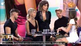 Sandra Barneda junto a las dos Andreas, Ismael y Óscar.