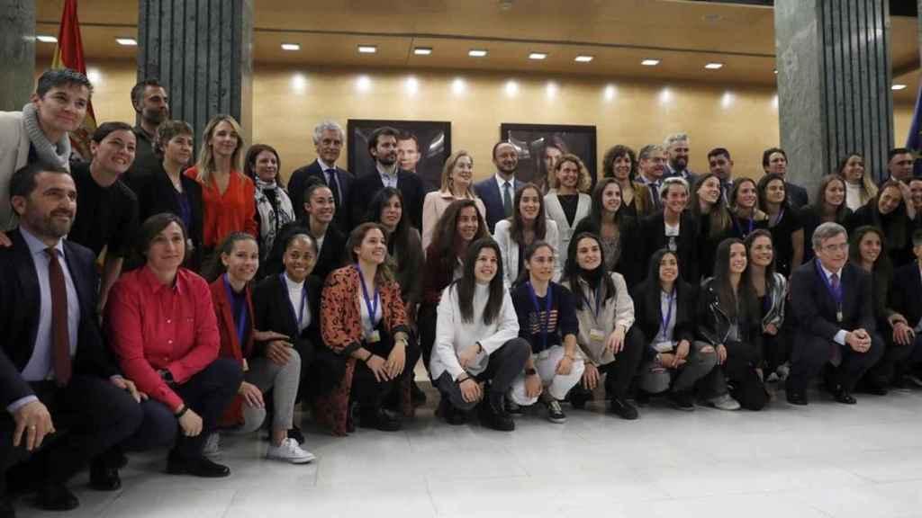 Acto de la firma del convenio colectivo del fútbol femenino en el Congreso