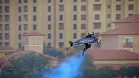 El piloto Vince Reffet (Jetman Dubai) despegando.