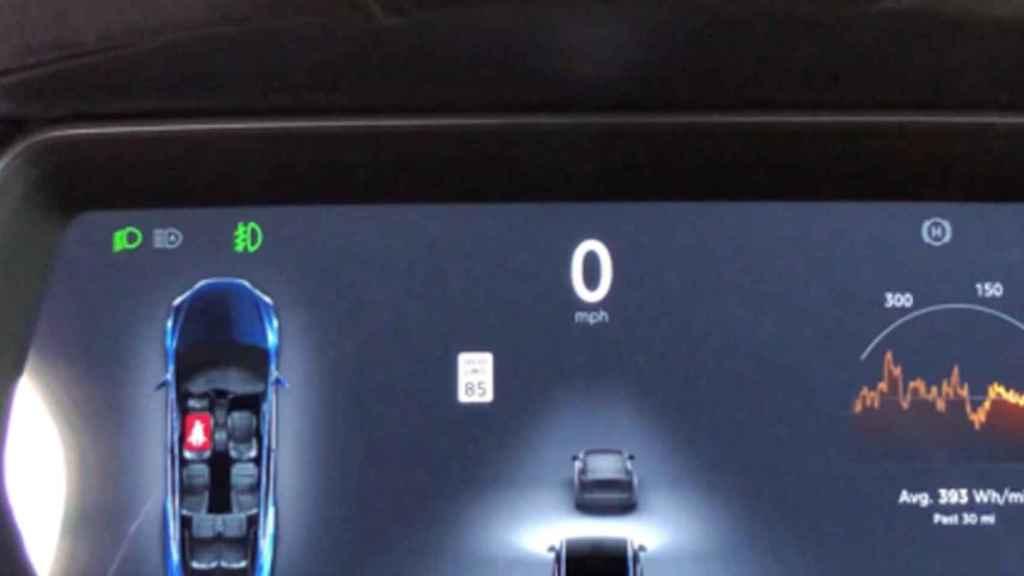 El Tesla reconoce la señal modificada como de 85 mph