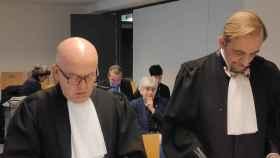 El abogado Gonzalo Boye y la exconsellera fugada Clara Ponsatí, durante la vista celebrada en febrero