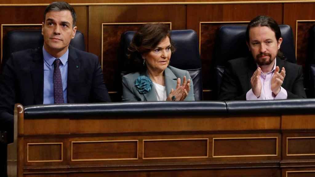 Pedro Sánchez, Carmen Calvo y Pablo Iglesias en el Congreso de los Diputados.