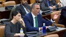 La portavoz adjunta de Vox, Macarena Olona, y el secretario general de Vox, Javier Ortega Smith.