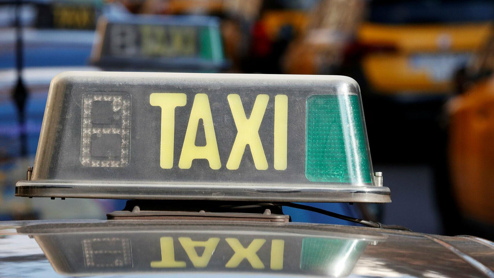 Una imagen de un taxi.