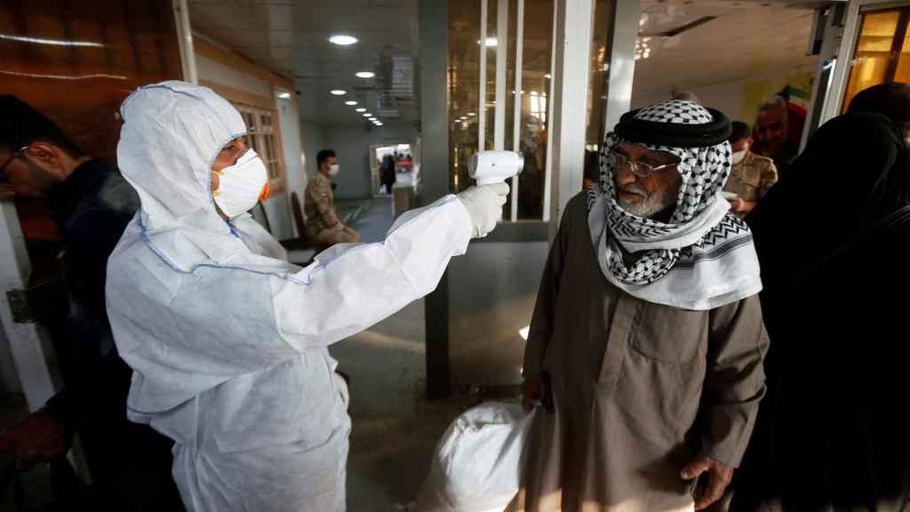 Toma de temperatura en un aeropuerto de Irak