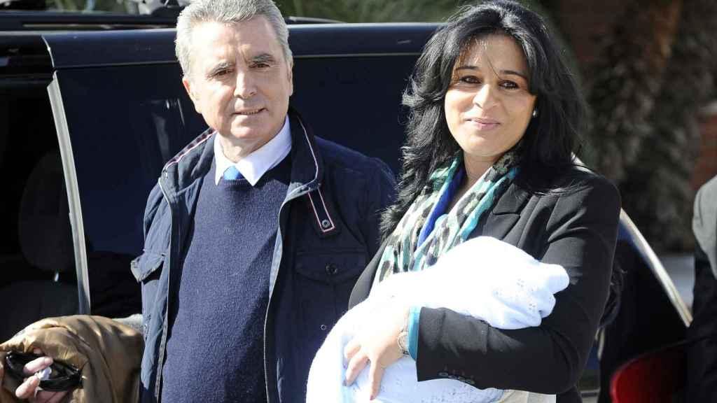 Ana María y Ortega Cano durante la presentación ante los medios de su hijo en 2013.