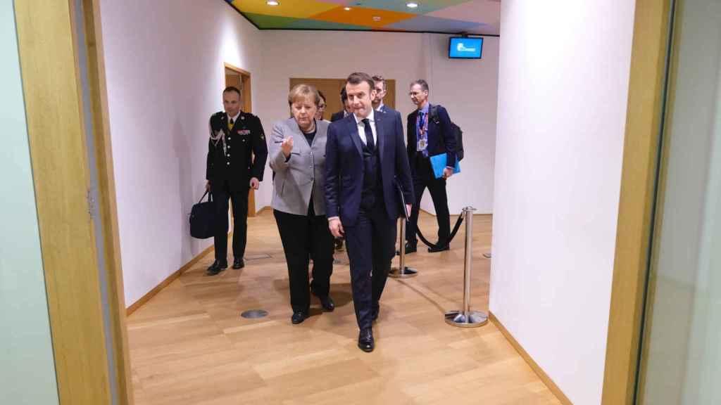 Angela Merkel y Emmanuel Macron han ejercido este viernes de mediadores