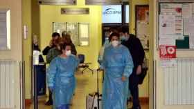 Trabajadores sanitarios en el hospital de Codogno (Italia).