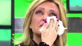 Lydia Lozano llorando en el plató de 'Sálvame'.