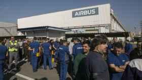 Los trabajadores de Airbus secundando una concentración contra los despidos en una imagen de archivo