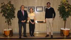 El director de Uber en España, Juan Galiardo Sosa, el secretario general de CEOE, José Alberto González-Ruiz y la directora general de Uber Eats, Marta Anadón.