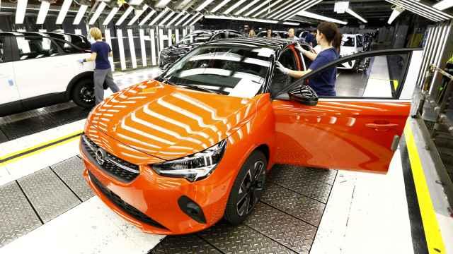 Opel Corsa-e en la línea de producción de Figueruelas.