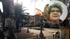 Pilar, la mujer que acogió a los niños huérfanos. De fondo, la plaza mayor de La Puebla de Almoradiel.