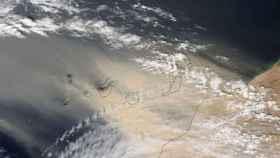 Imagen aérea de las Islas Canarias cubiertas por la calima.