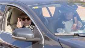 Joaquín Sabina en el momento de su salida del hospital.