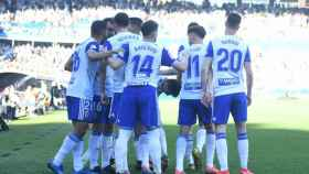 Los jugadores del Zaragoza celebran uno de los goles del partido