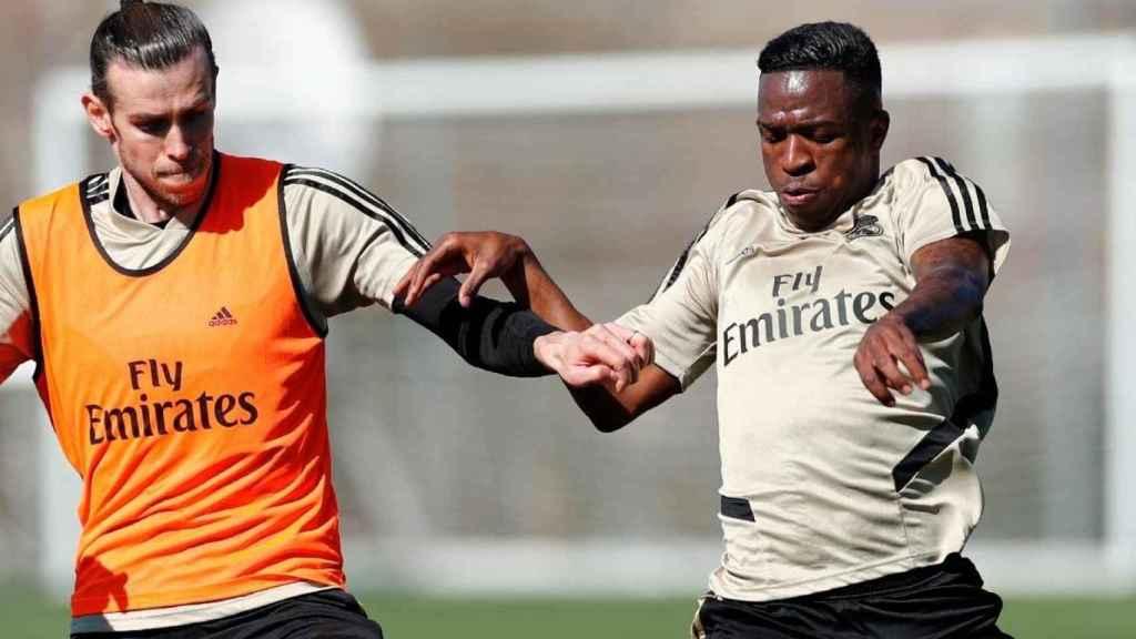 Gareth Bale y Vinicius Junior, en el entrenamiento de este domingo