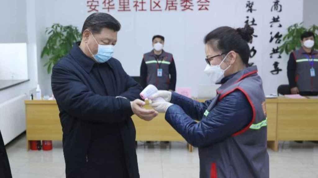 Xi jinping con una mascarilla.