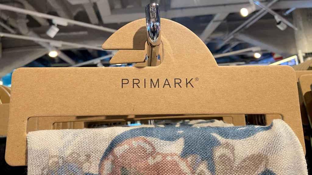Percha de Primark.