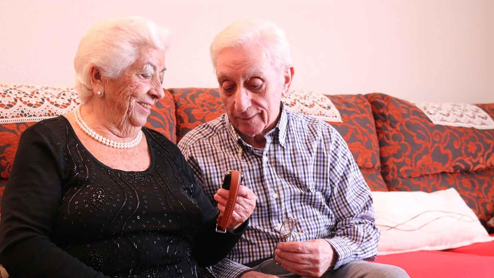 Dos usuarios de la tecnología española Neki.