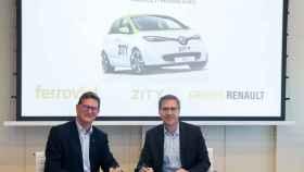 Momento de la firma del acuerdo entre Ferrovial y Grupo Renault.