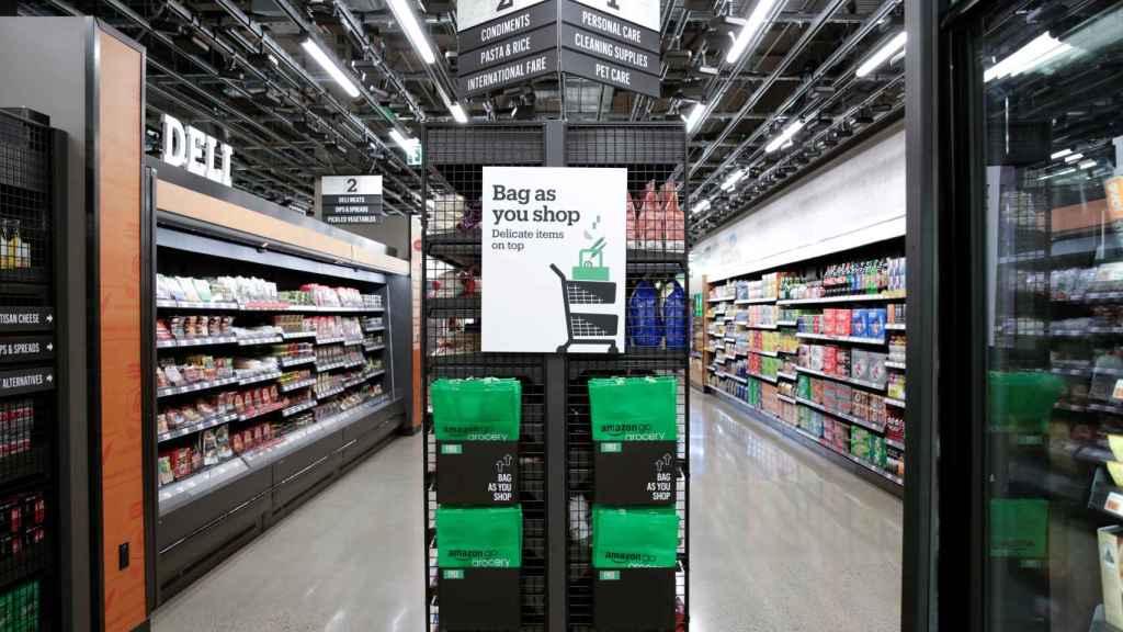 Tienda Amazon Go, con bolsas en las que meter los productos