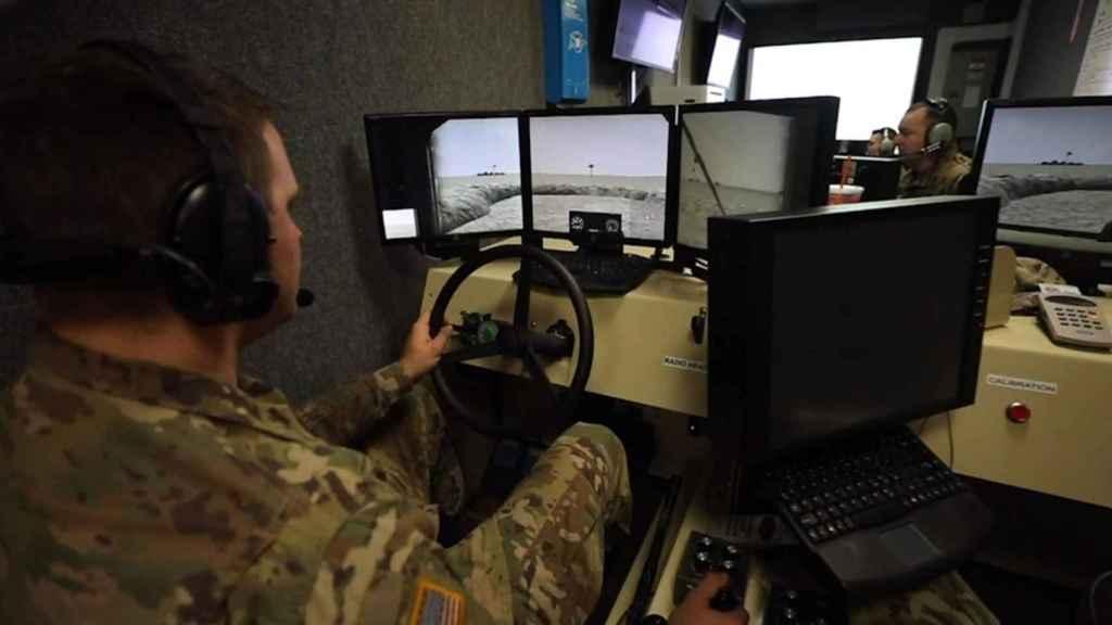 Militar entrenando con realidad virtual.