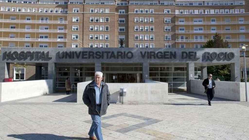 Fachada del Hospital Virgen del Rocío en Sevilla.