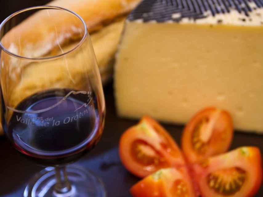 Queso majorero y vino canario, what else?