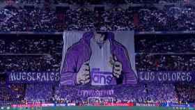 Pancarta en el Santiago Bernabéu