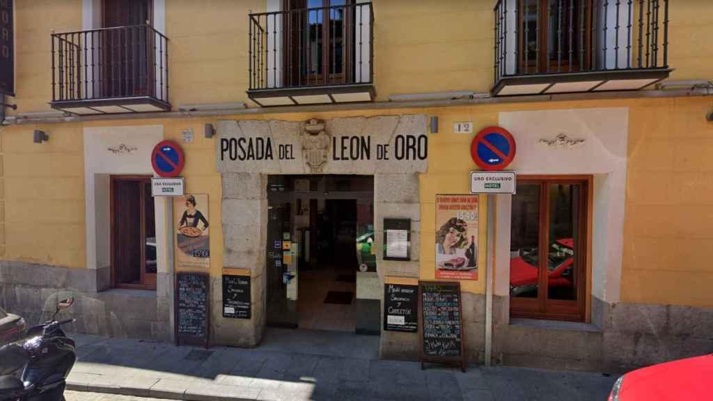Exterior de la Posada León de Oro.