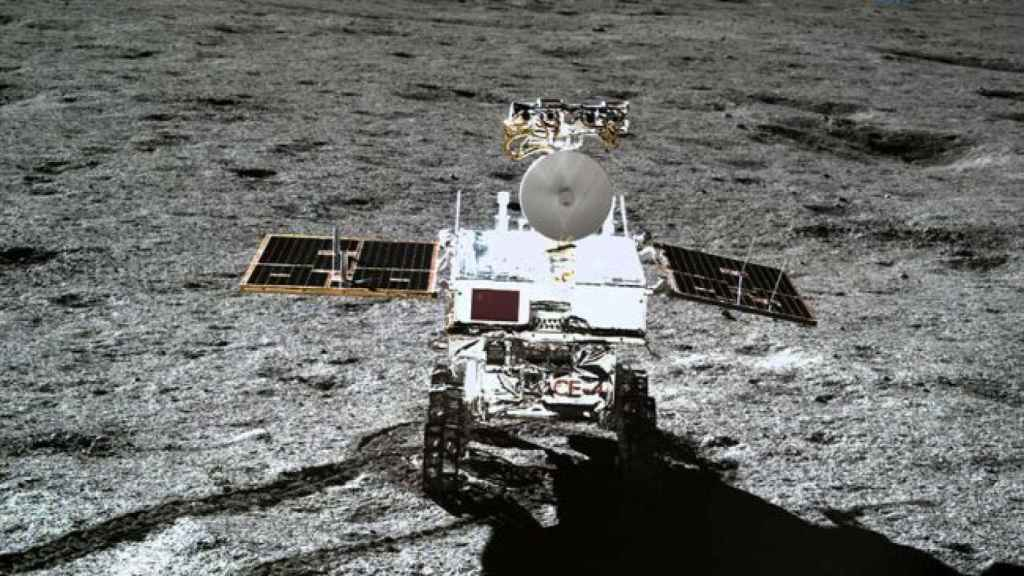El rover Yutu 2 visto desde la sonda Chang'e 4. CNSA