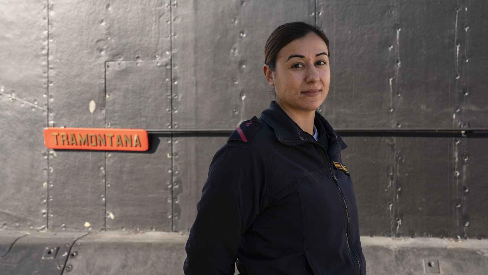 Estefanía Ruiz, frente al submarino Tramontana.