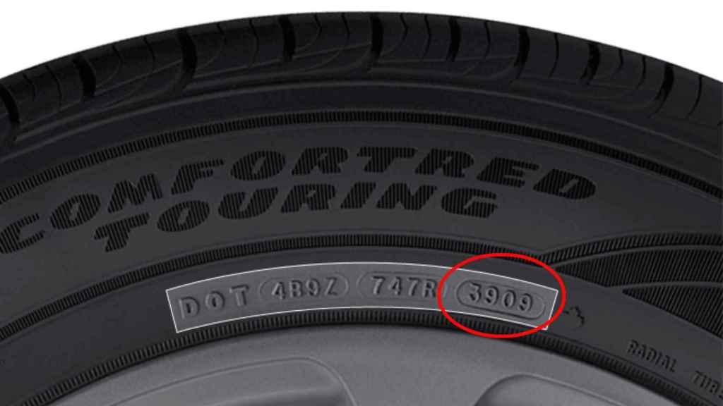 El número de identificación de un neumático.