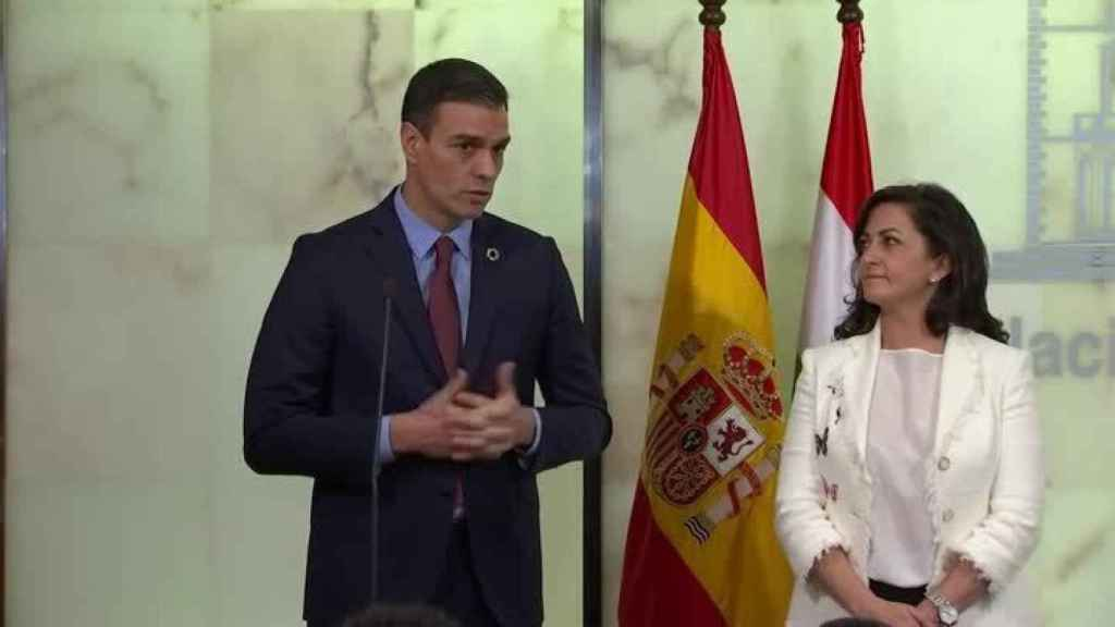 Pedro Sánchez comparece tras su encuentro con la presidenta de La Rioja, Concha Andreu.