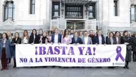 Concejales de PP, PSOE, Ciudadanos y Más Madrid participan en el minuto de silencio.