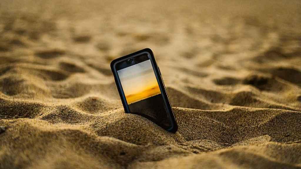 Móvil en la playa.
