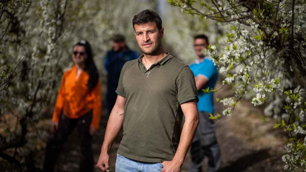Juan Francisco, en primer término, junto a otros agricultores extremeños.