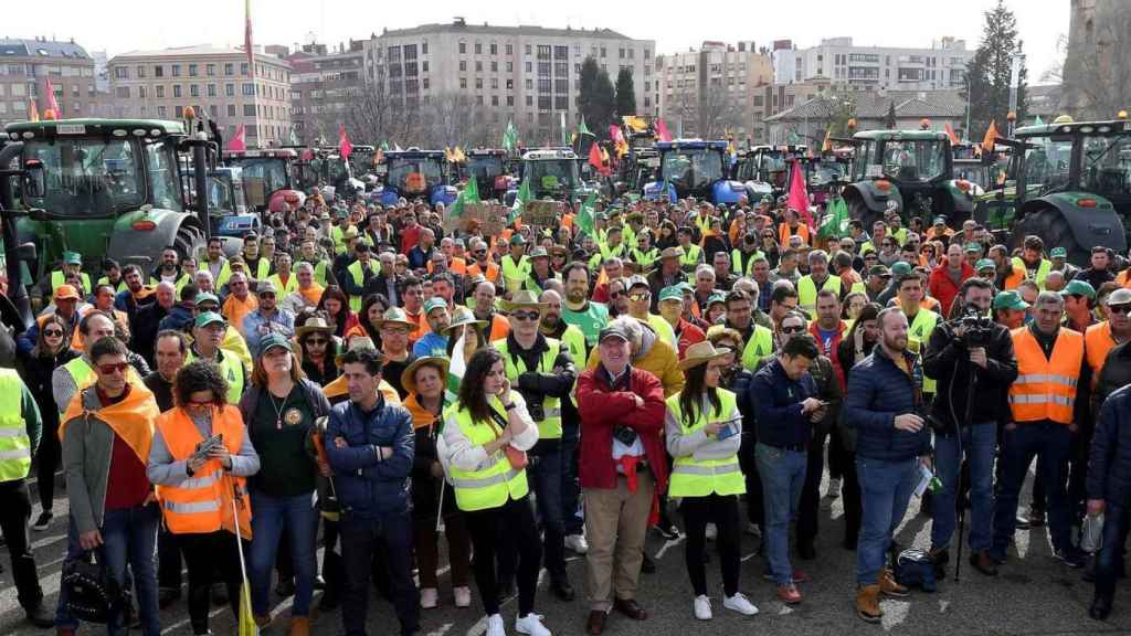 Los agricultores protestando en las calles de León.