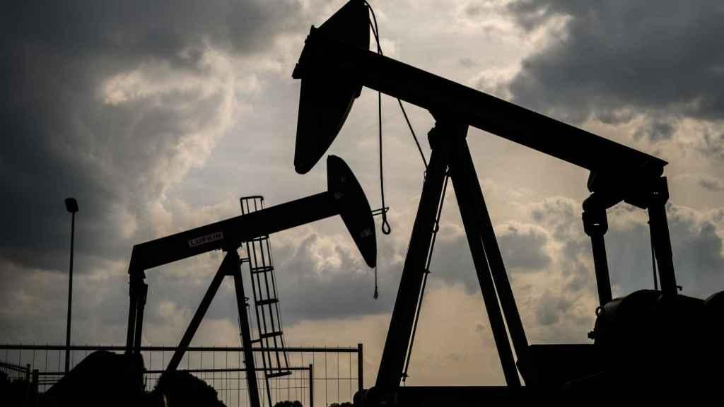 Máquinas extractoras de petróleo.