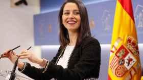Inés Arrimadas, presidenta de Ciudadanos, durante una rueda de prensa en el Congreso.