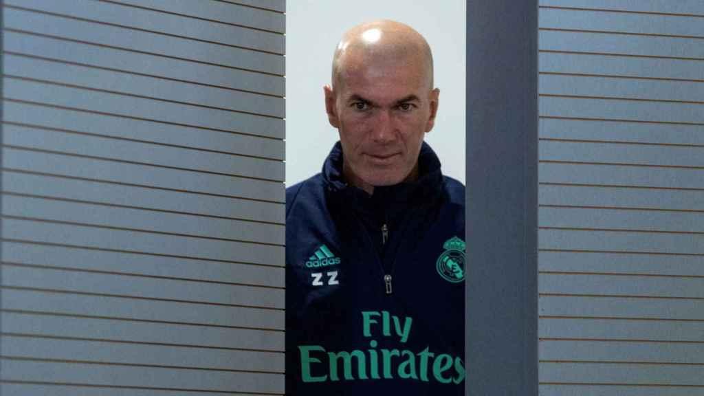 Zinedine Zidane, entrando en rueda de prensa