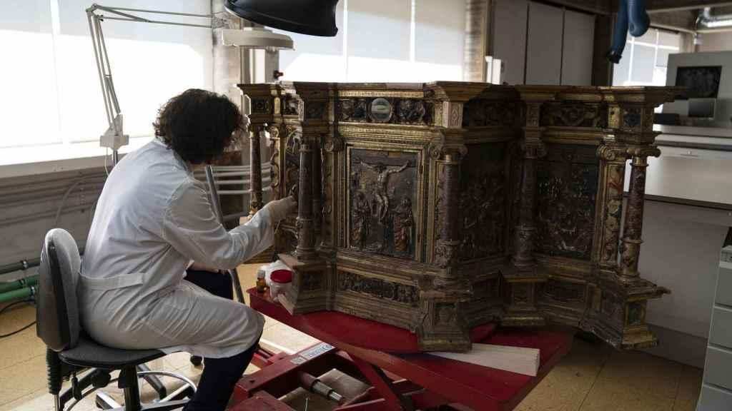 Sagrario del siglo XVI que está siendo restaurado en el IPCE.