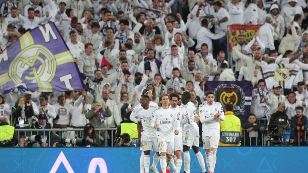 Los jugadores celebran el gol ante el Manchester City en el Santiago Bernabéu