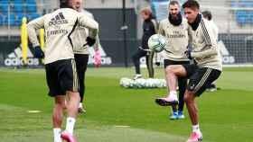 Los jugadores del Real Madrid durante el último entrenamiento antes de El Clásico