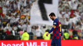 Leo Messi camino de vestuarios cabizbajo